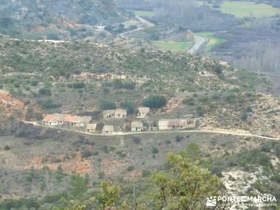 Monumento Natural Tetas de Viana - Trillo; viajes aventura; bastones trekking